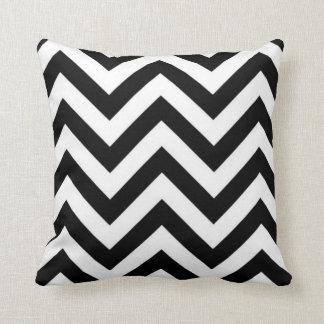 Het zwart-witte Kussen van Zigzag