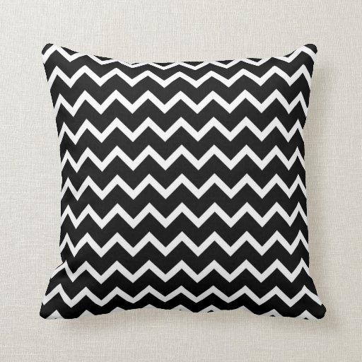 Het zwart witte patroon van de zigzag lounge kussens zazzle - Zwart design lounge en witte ...