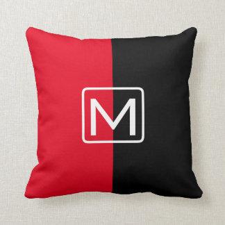 Het zwarte en Rode Monogram van Twee Toon Sierkussen