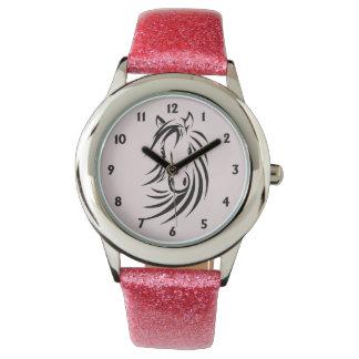 Het zwarte Hoofd van het Paard op Roze Horloges