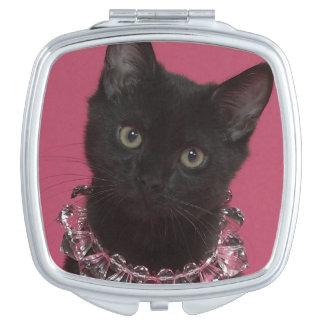 Het zwarte katje dragen jeweled ketting handtas spiegeltje