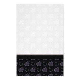 Het zwarte Patroon van de Harten van de Plaid met Briefpapier