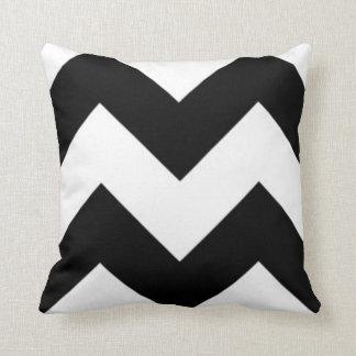 Het zwarte & Witte Hoofdkussen van de Zigzag Sierkussen