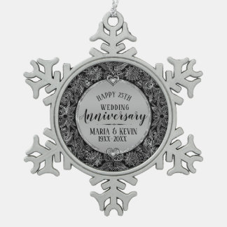 Het zwarte & Zilveren Jubileum van het Huwelijk Tin Sneeuwvlok Ornament