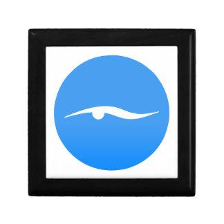 Het zwemmen logo op T-shirt Decoratiedoosje