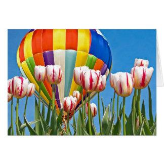 Hete luchtballon met de lentetulpen wenskaart