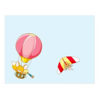 Hete luchtballon op pastelkleur blauwe achtergrond briefkaart