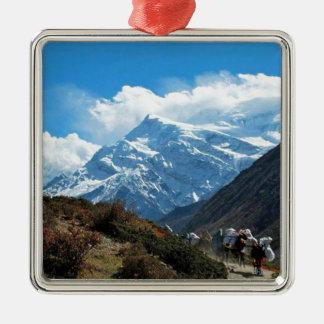 Himalayagebergte zet de Zomer van de Reis van Zilverkleurig Vierkant Ornament