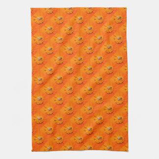 honingbijen op oranje bloemenhanddoek theedoek