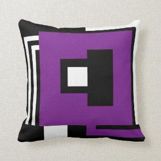 Hoofdkussen zwart, wit & paars in geometrische sierkussen