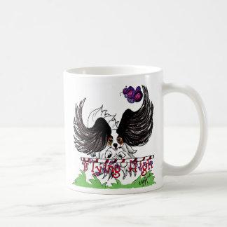 Hoog het vliegen koffiemok