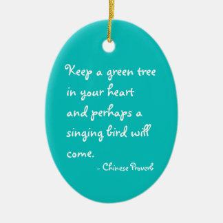 Houd een groene boom in uw hartornament keramisch ovaal ornament