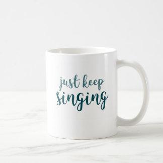 Houd enkel zingend koffiemok