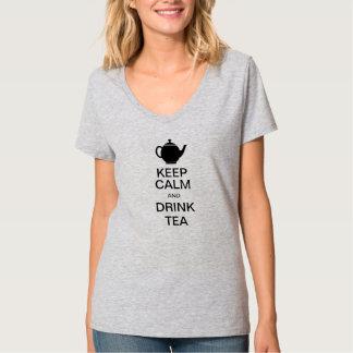Houd kalm en drink thee t shirt