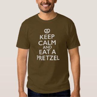 Houd Kalm en eet een Pretzel Tshirt