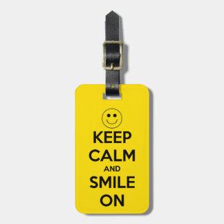 Houd Kalm en Glimlach op Geel Kofferlabel