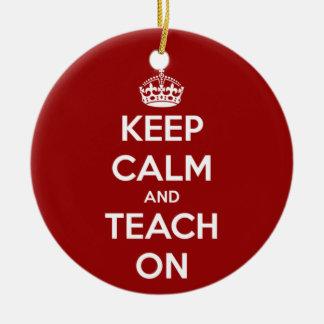 Houd Kalm en onderwijs op Rood Rond Keramisch Ornament