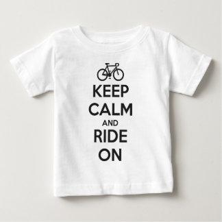 Houd kalm en rit baby t shirts