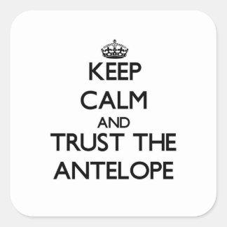 Houd kalm en vertrouw op de Antilope Vierkante Sticker