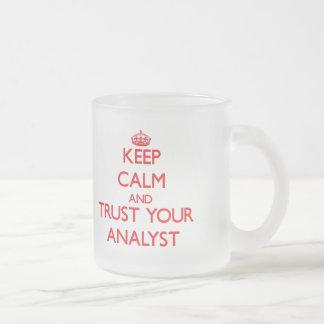 Houd Kalm en vertrouw op Uw Analist Matglas Koffiemok