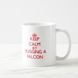 Houd rust door een Valk te koesteren Koffiemok