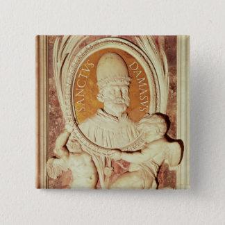 Hulp van Damasus I op een schippilaster Vierkante Button 5,1 Cm