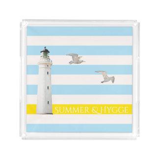 Hygge op blauwe witte zeevaartstrepenvuurtoren acryl dienblad