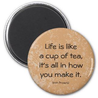 Iers Gezegde. Het leven is als een kop thee… Ronde Magneet 5,7 Cm