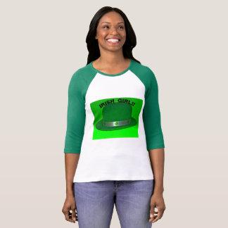 Iers Meisje met een Groene T-shirt van het Pet