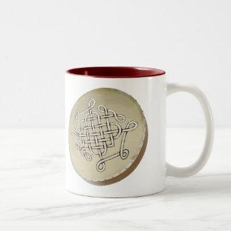 Ierse Bodhran - de Ierse Dans van de Stap Tweekleurige Koffiemok