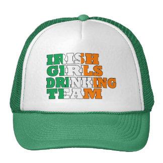 Ierse meisjes die team drink pet