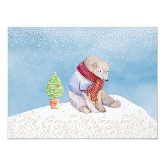 Ijsbeer en Kerstboom in de Sneeuw Fotoprints