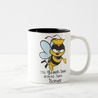 Ik ben Bijenkoningin rond hier Honing Tweekleurige Koffiemok