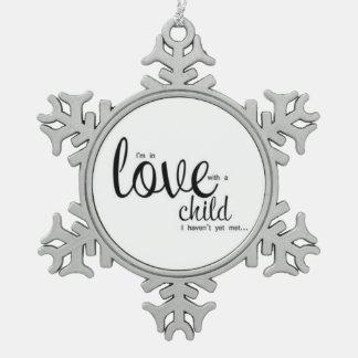 Ik ben in Liefde met een Kind dat ik niet nog heb Tin Sneeuwvlok Ornament
