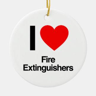 ik houd van brandblusapparaten rond keramisch ornament