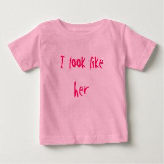 Ik kijk als haar shirts