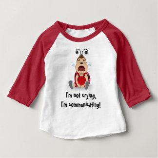 Ik schreeuw niet, deel ik rode t-shirt mee