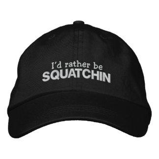 Ik zou eerder Squatchin zijn Geborduurde Pet