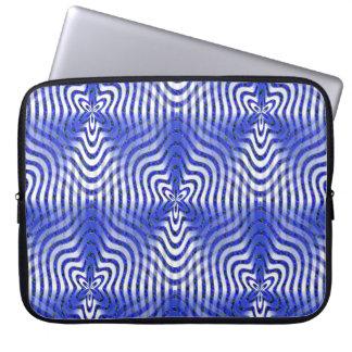 Illusies in blauw…. laptop sleeve