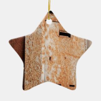 In openlucht roestige brievenbus keramisch ster ornament