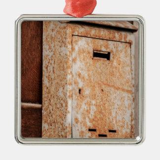 In openlucht roestige brievenbus zilverkleurig vierkant ornament