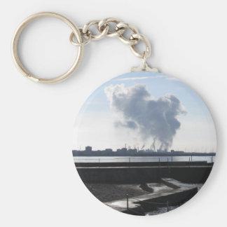 Industrieel landschap langs de kust basic ronde button sleutelhanger