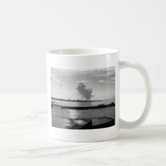 Industrieel landschap langs de kust koffiemok