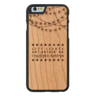 iPhonehoesje van het land op hout met lichten