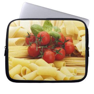 Italiaanse keuken. Deegwaren en tomaten Computer Sleeve