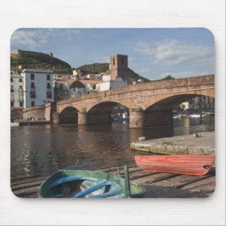 Italië, Sardinige, Bosa. Het uitzicht van de stad  Muismat