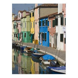 Italië, Venetië, Burano. Multicolored huizen langs Briefkaart