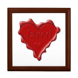 Jared. De rode verbinding van de hartwas met naam Decoratiedoosje
