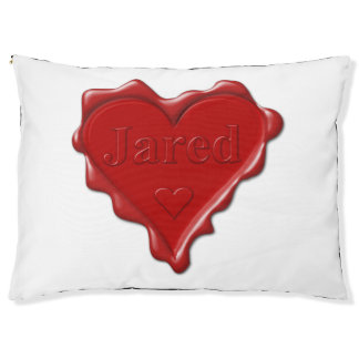 Jared. De rode verbinding van de hartwas met naam Hondenbedden