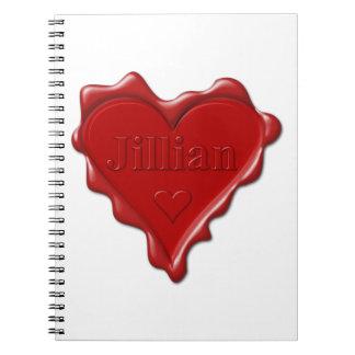 Jillian. De rode verbinding van de hartwas met Ringband Notitieboek